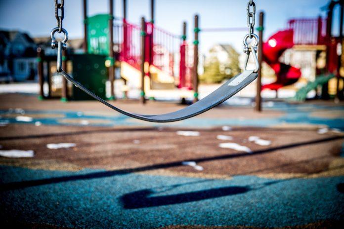 pedimom-swing-1188132_1920